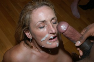 Mature slut & three girls take facials